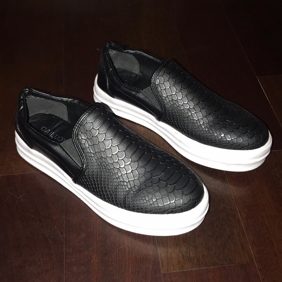 7dc15e50003a cailuoya Shoes - Slide on sneakers